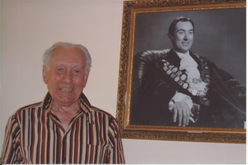 Loreto York, 2006, with portrait of himself as Mayor in 1972 ack Barry York